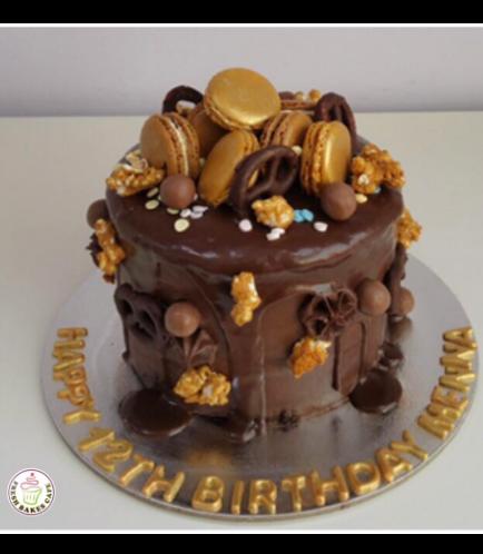 Cake with Macarons 1