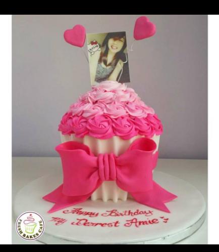 Mega Cupcake 09