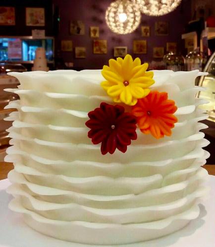 Fondant Ruffle Cake 02