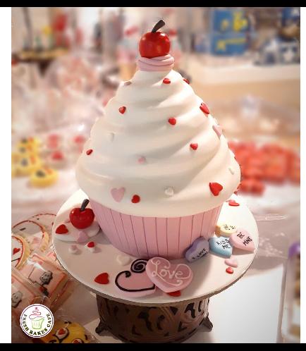 Cake - Mega Cupcake 03