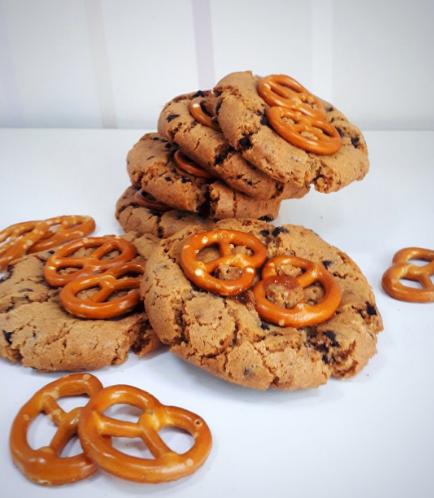 Salted Caramel Pretzel Chocolate Chip Cookies (Big)